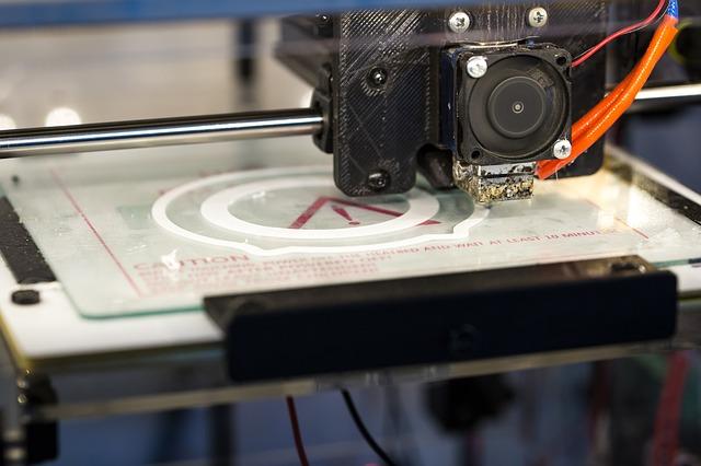 3D tiskárna při práci