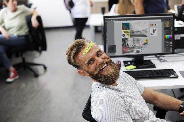muž se směje